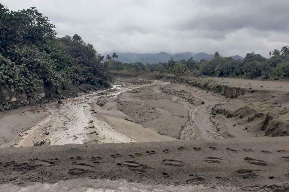 Volcano now generating mud flows