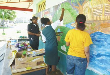 Community College art students paint mural
